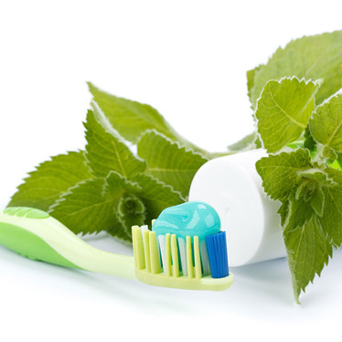 Why Use Natural Toothpaste?