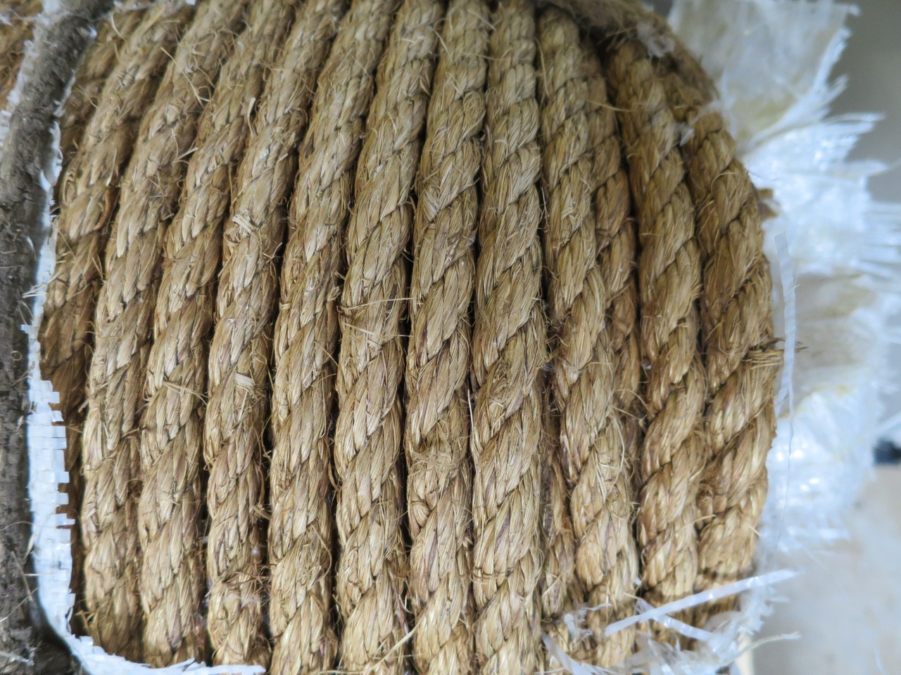 """Industrial Heavy Duty Twisted Manila Rope 3/4"""" 1200Ft"""