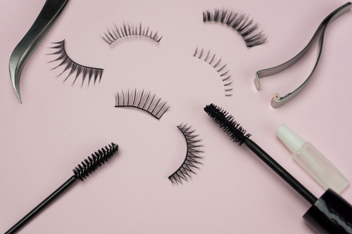 Faux Mink Lashes that can be worn up to 20 times.   Using a cotton swab, remove  glue with alcohol and store in its case.