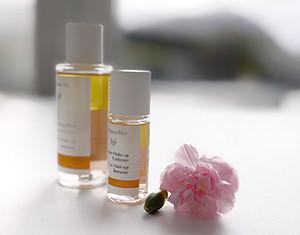 Naturlig, økologisk og vegansk sminkefjerner fra Dr.Hauschka som både passer til sensitiv hud og samtidig effektivt fjerner vannfast sminke