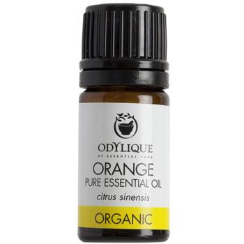 Odylique essensiell olje Appelsin forfriskende olje som er velegnet til å blande med andre oljer. Ikke bruk denne ublandet på huden før du skal ut i solen.  Sertifisert økologisk av Soil Association