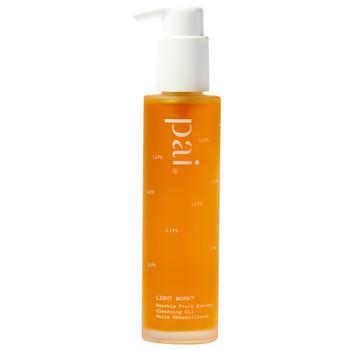 Pai Light Work er en oljerens laget for å skånsomt rense og fjerne sminke fra selv den mest sensitive huden.