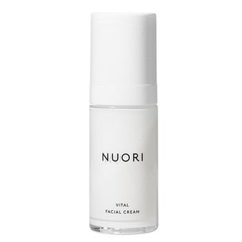 NUORI Vital Facial Cream er en lett dagkrem med hyaluronsyre, squalane og C-vitamin for å tilføre fukt og pleie alle hudtyper.