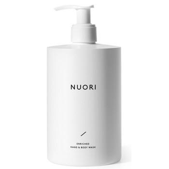NUORI Enriched Hand & Body Wash er en forfriskende, naturlig såpe formulert med milde og plantebaserte rensestoffer. Kan brukes både til håndvask og i dusjen.  Med sine naturlige ingredienser nærer og styrker den huden, samtidig som den etterlater den frisk og revitalisert. Renser huden uten å tørke ut huden.