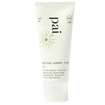 Pai British Summer Time Sensitive Sunscreen SPF 30, sertifisert naturlig solkrem for ansikt fra ekspertene på sensitiv hud, Pai Skincare.Som en drøm som går i oppfyllelse jobber det naturlige, fysiske UV-filteret sinkoksid mot UVA og UVB, mens bomullsekstrakt samtidig jobber med å reparere huden for skader den har fått fra nettopp UVB, UVA, infrarødt og synlig stråling. Lett å påføre. Klisser ikke. Egnet for sensitiv hud.