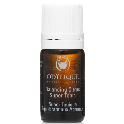 Odylique Balancing Citrus Super Tonic, testerstørrelse av toneren for normal, fet og kombinert hud. Denne toneren vil både rense, tone, lukke porer og balansere oljeproduksjonen i huden. I varmt og fuktig vær opplever mange med fet og kombinert hud at denne toneren helt kan erstatte behovet for fuktighetskrem.