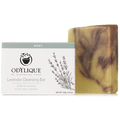 Odylique Lavender cleansing Bar er en fuktighetsgivende og mild såpe som kan brukes til å rense både ansikt, hender og kropp uten å strippe den for viktige, naturlige oljer.
