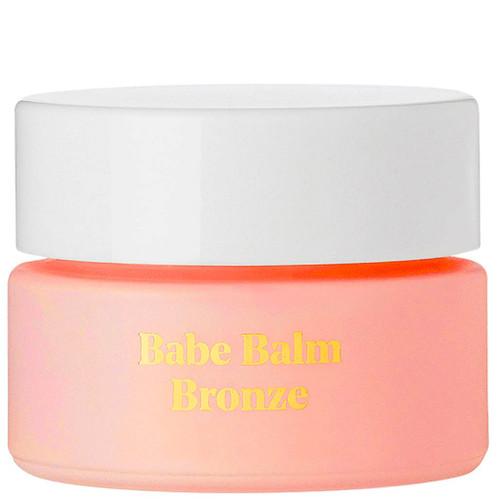 BYBI Beauty Babe Balm Bronze er en highlighter og bronzer. En vegansk balm for tørr hud. Den er duftfri.
