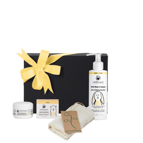 Odylique gavesett for baby inneholder de fineste babyproduktene: en såpe, en pleiende salve og en økologisk bommulsklut. Perfekt gave til noen som nylig har tatt i mot en ny verdensborger.