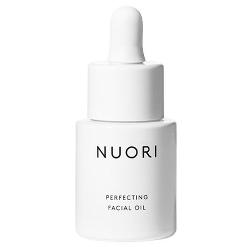 NUORI Perfecting Facial Oil er laget for å etterligne hudens egen naturlige lipidbalanse. Den trekker hurtig inn og etterlater huden jevn og smidig.