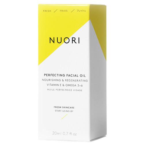 NUORI Perfecting Facial Oil er laget for å etterligne hudens egen naturlige lipidbalanse. Den trekker hurtig inn og etterlater huden jevn og smidig. eske.