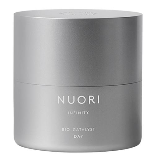 NUORI Infinity Bio-Catalyst Day er en naturlig dagkrem som motvirker aldringstegn og fine linjer med blant annet hyaluronsyre, squalane og sheasmør.