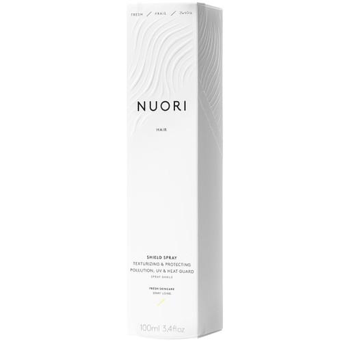 NUORI Shield Spray er et naturlig leave-in produkt som behandler håret, gir tekstur og forebygger statiskt hår. Den beskytter mot forurensninger, UV-skader og varme. eske.