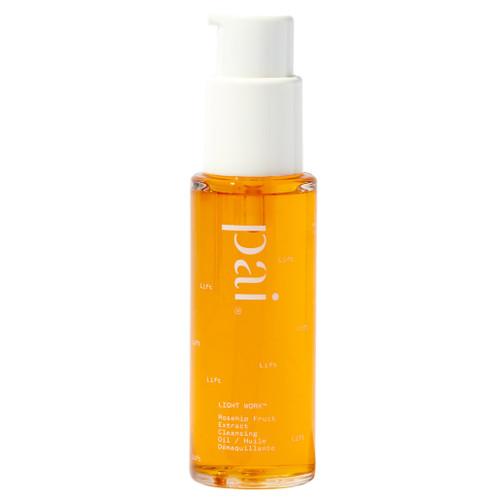 Pai Light Work er en oljerens laget for å skånsomt rense og fjerne sminke fra selv den mest sensitive huden