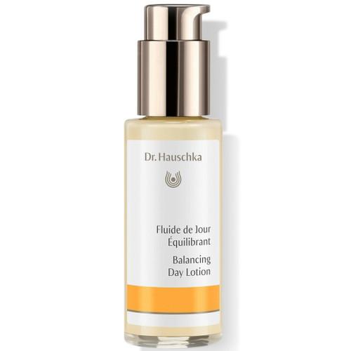 Dr. Hauschka Balancing Day Lotionhar en silkeaktig tekstur, som regulerer ujevn hud og fukter med langvarig effekt.
