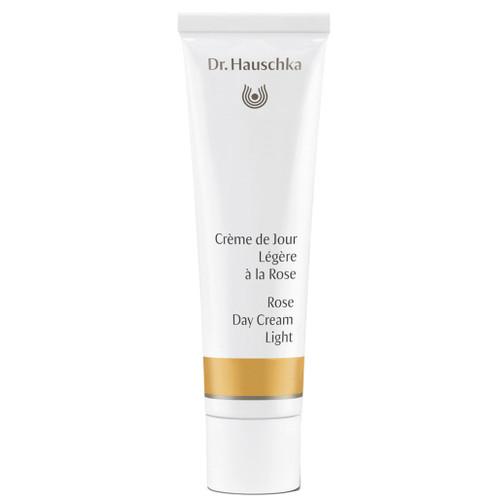 Dr. Hauschka Rose Cream Light beskytter mot ytre påvirkninger og gir huden en frisk og jevn farge.