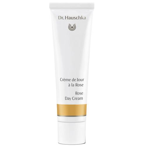 Dr. Hauschka Rose Day Cream inneholder hele rosens mangfoldighet. Dagkremen pleier og beskytter tørr og sensitiv hud, samt hud med tendens til rødhet og utvidede blodkar (couperose)