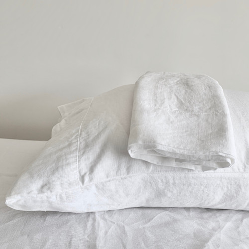 Linoto linen pillowcases and linen shams. Made in USA by Linoto. Matching linen sheets and linen duvet covers available.