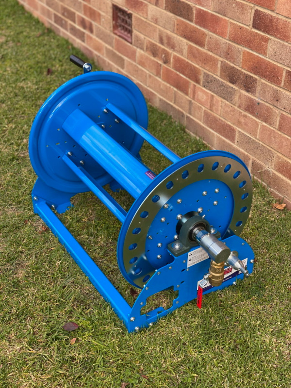 """Overall view of 20-30m 1"""" hose reel."""