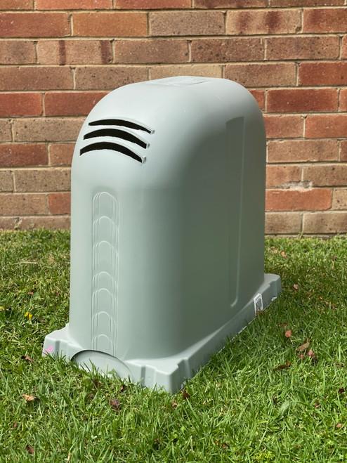 Polyslab with Pump Cover in Windspray Polyethylene 640mm x 340mm x 550mm High