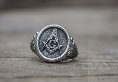 Silver Masonic Ring     Traditional Square & Compass  Design