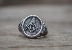 Silver Masonic Ring     Traditional Square & Compass  Design