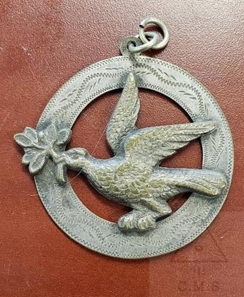 Vintage Deacon Dove collar jewel     Silver color