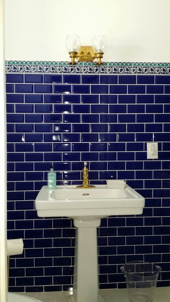 Border Tile 19 with Cobalt Corners