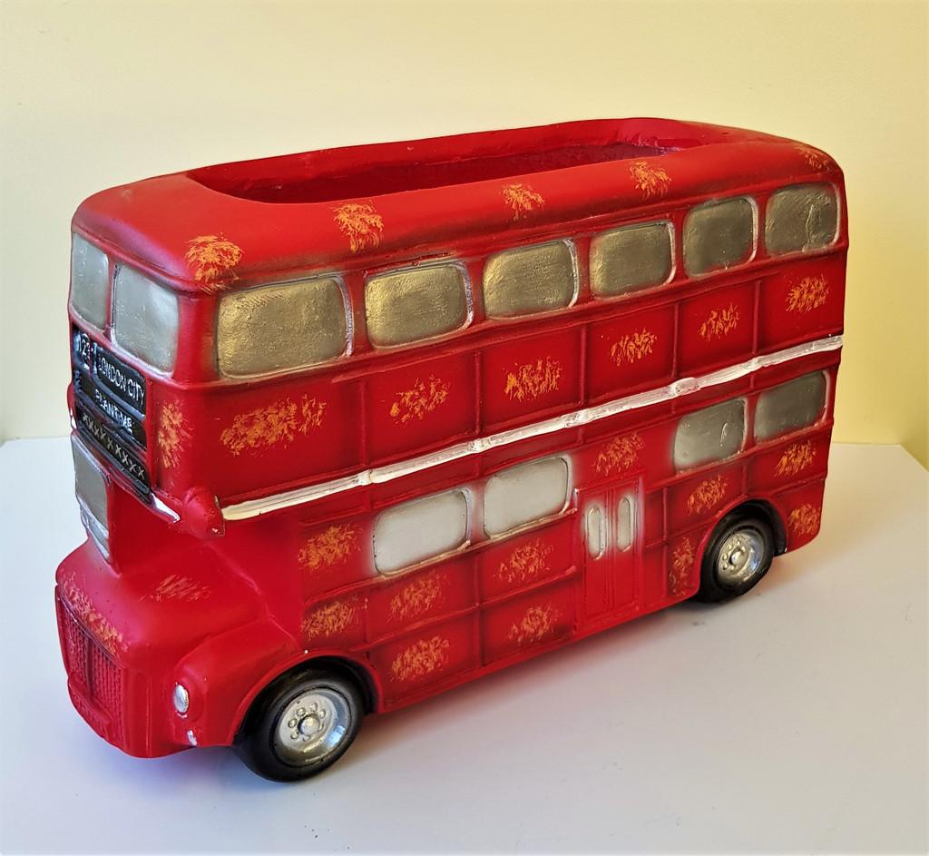 NOVELTY LONDON BUS PLANTER - LF001