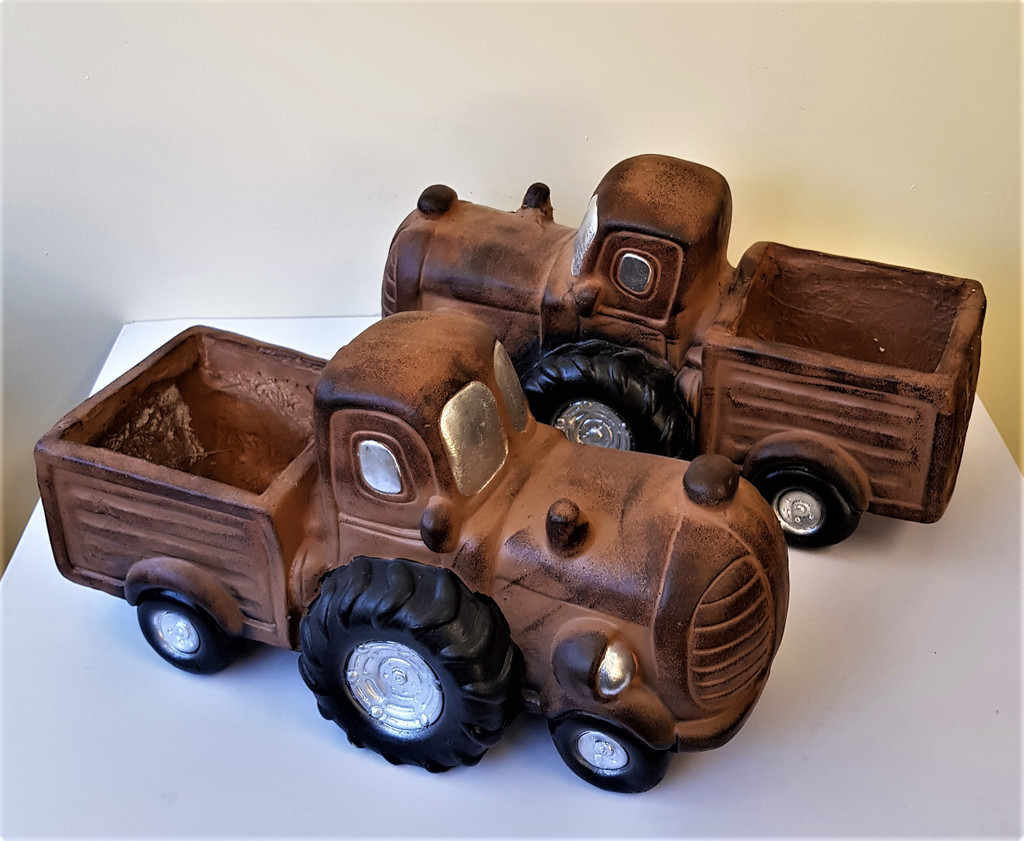 NOVELTY FARM TRACTOR PLANTER - LF012