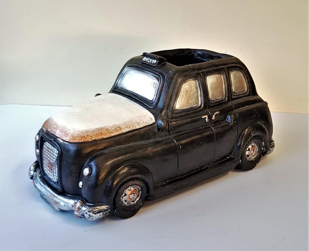 NOVELTY LONDON CAB PLANTER - LF013