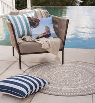 IDEAS FOR PULLING OFF ROUND RUGS SUCCESSFULLY & STYLISHLY