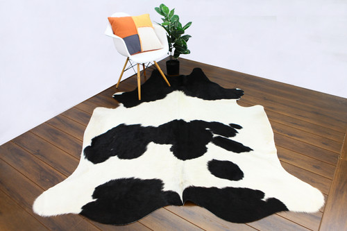 COWHIDE NATURAL BLACK & WHITE 02