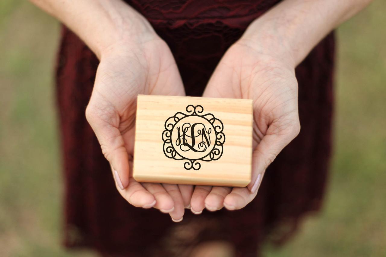 LUX - Personalized Jewelry Box - Circle Vine Monogram