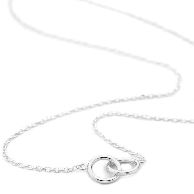 Silver interlocking circles necklace