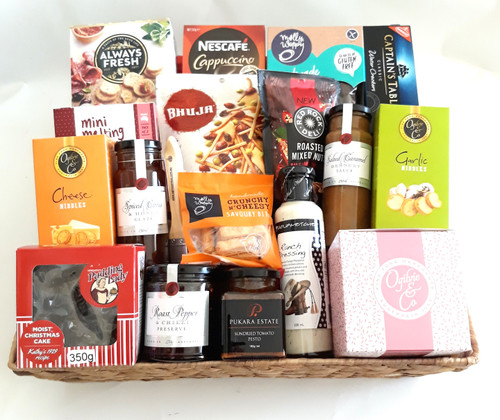 A beautiful gourmet extravaganza contained in this gift basket for Christmas