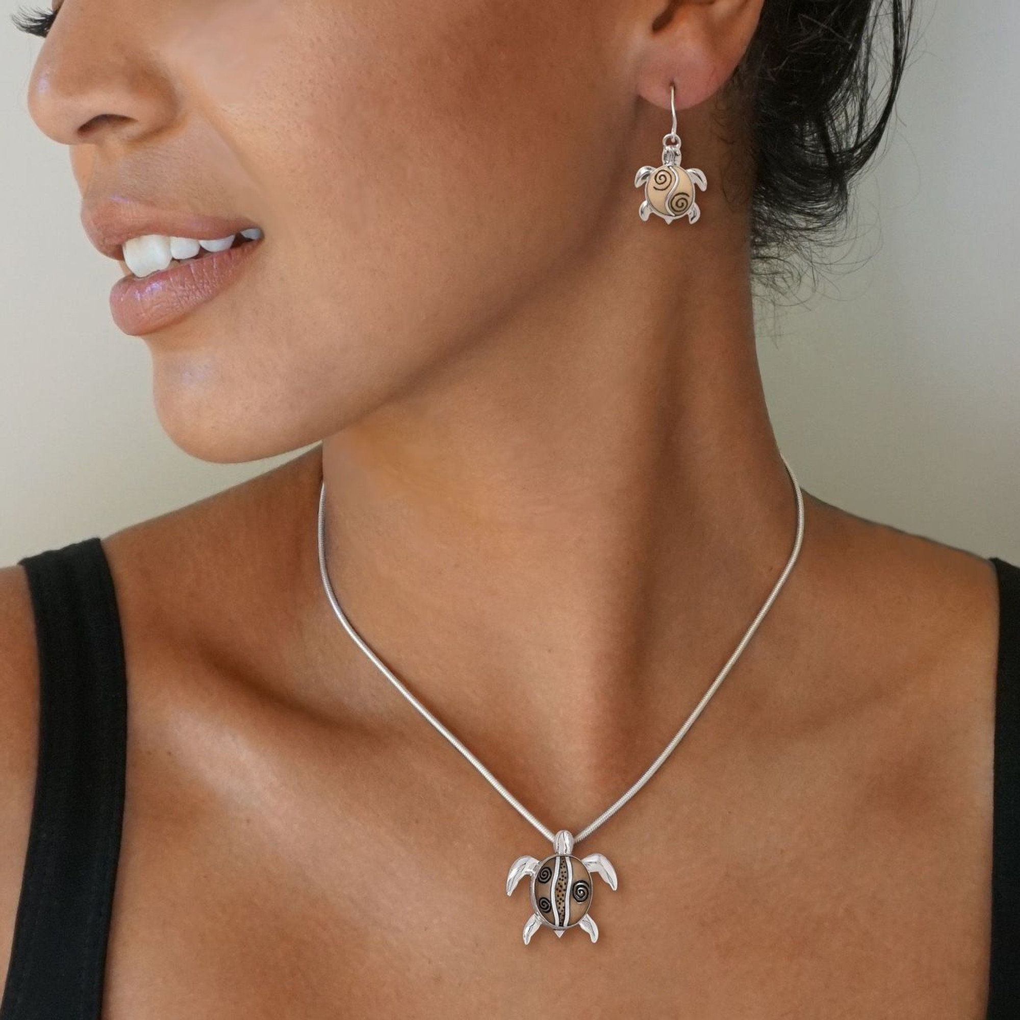 Amber Sterling Silver Turtle Pendant Necklace Chain 18