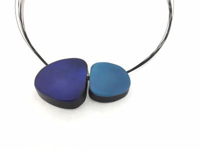 Aqua/Star Sapphire Large Pebbles Magnetic Front Lock Necklace