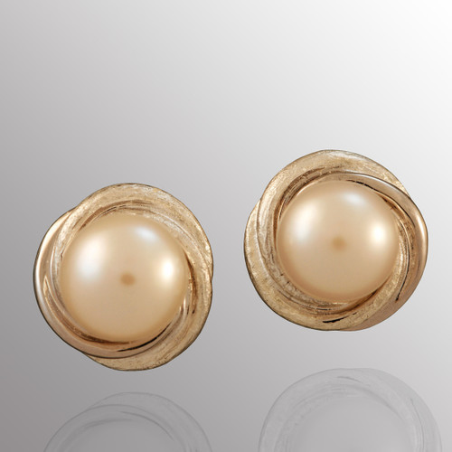 Silver stud earrings with 8.5mm pearl.