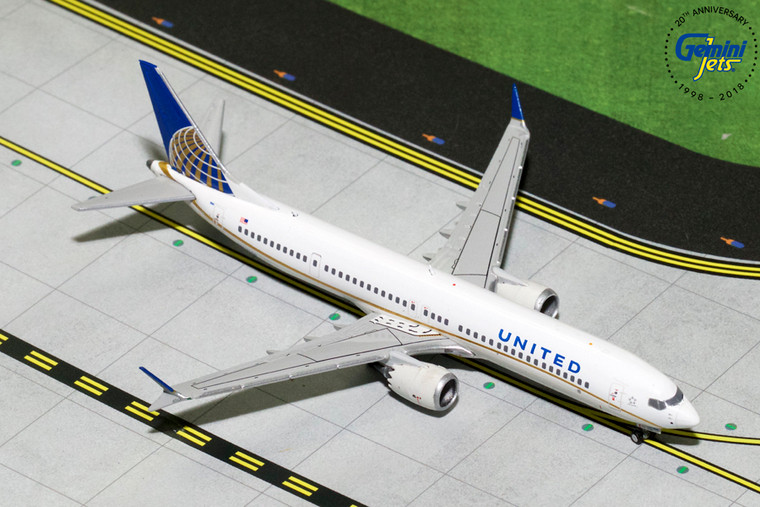 UNITED B737 MAX-9 N67051 GJUAL1784 1:400