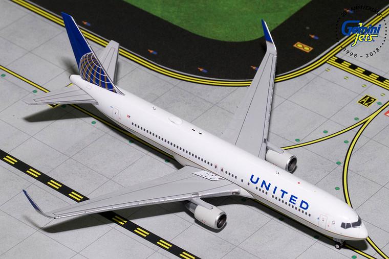 Gemini Jets UNITED B767-300ER(W) N676UA GJUAL1800 1:400