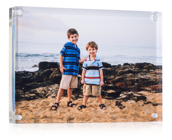 """Frame with a 5"""" x 7"""" picture displayed"""