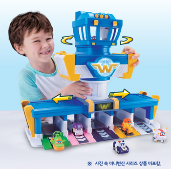 Super Wings World Airport Play Set Toy with Mini Hogi (Jett) Sound Effect