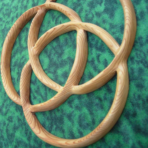 Carving details of the Celtic Knot of Three Circles