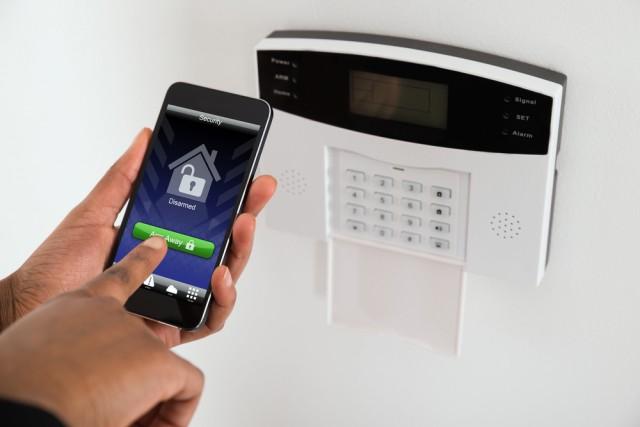 home-alarm-smartphone-e1467278765358.jpg