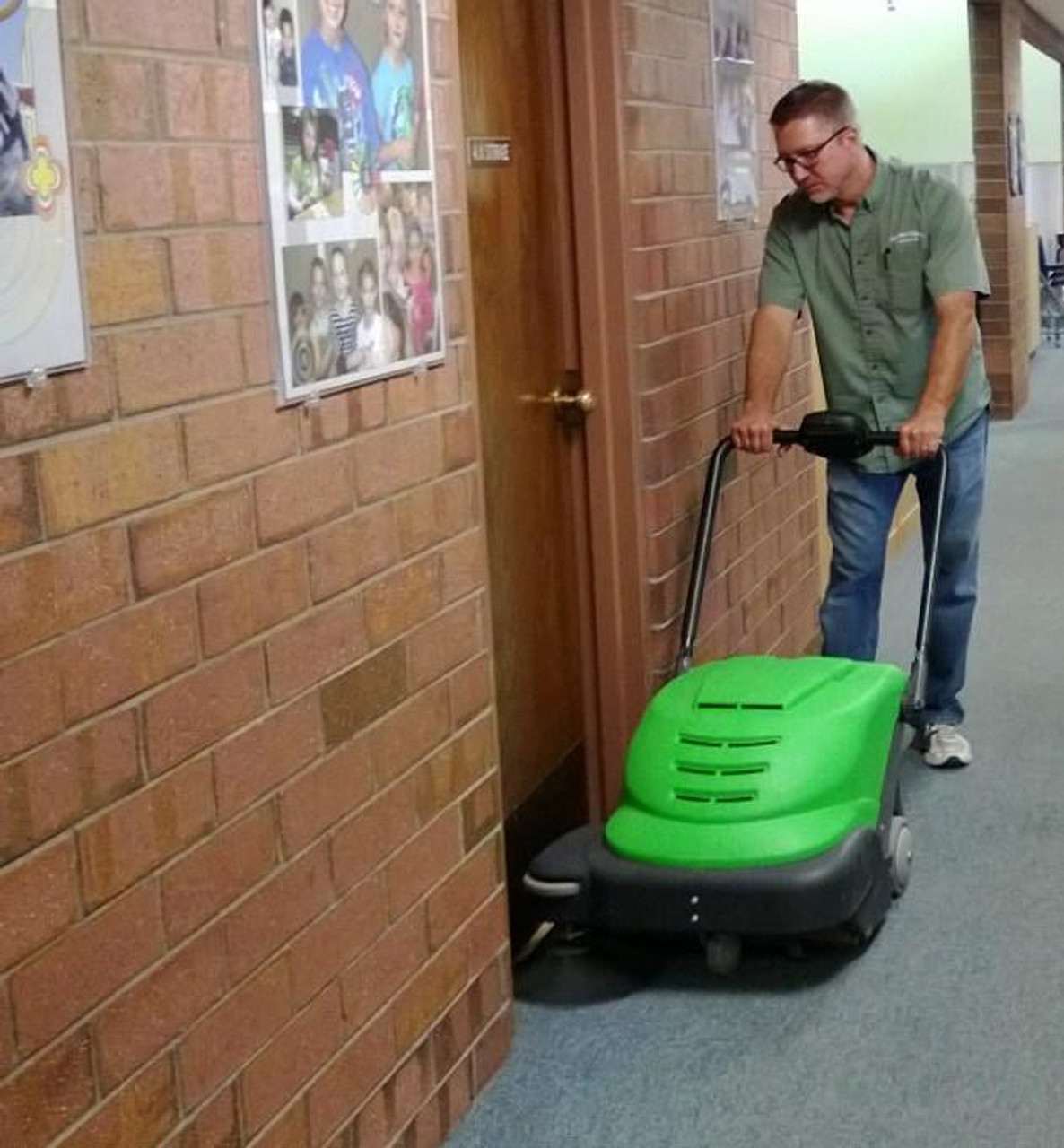 Leave no dirt behind in doorways with the SmartVac 464!
