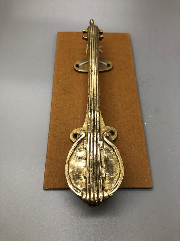 Mandolin door handle