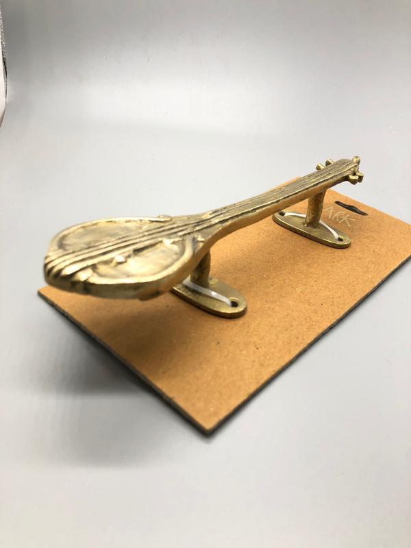 Musical instrument door handle