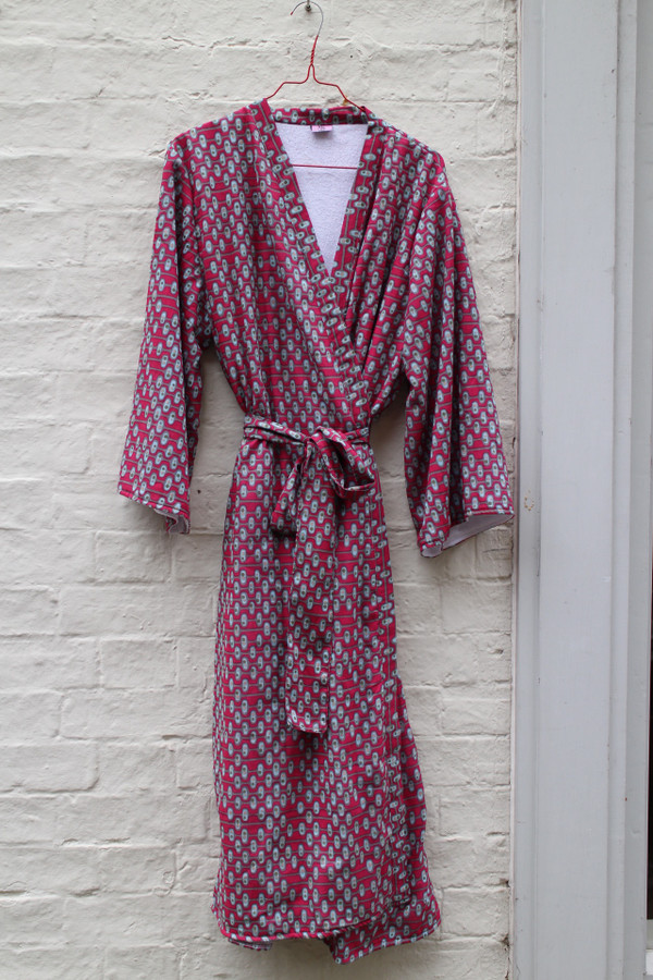 Retro berry dressing gown