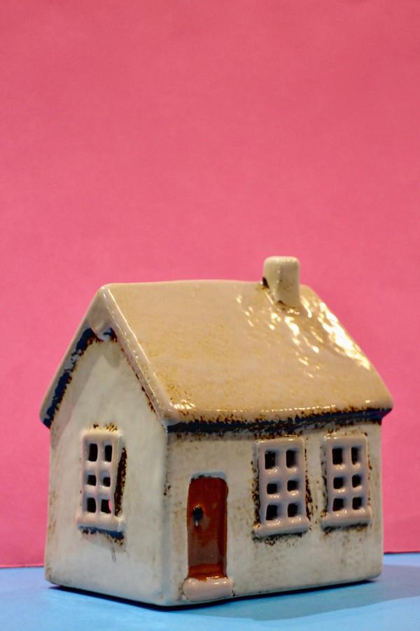 Ceramic tea light house